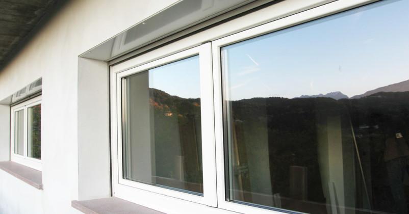 Finestra legno:alluminio con avvolgibile e cielino con ispezione esterna