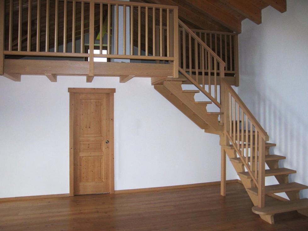 Scale in legno falegnameria murari snc - Costo scale in legno per interni ...