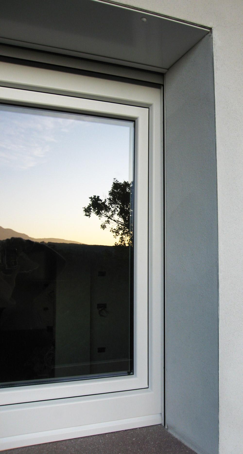 Sistemi oscuranti falegnameria murari snc - Finestre monoblocco con avvolgibile ...