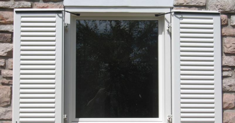 Finestra con Scuri motorizzati vista aperti