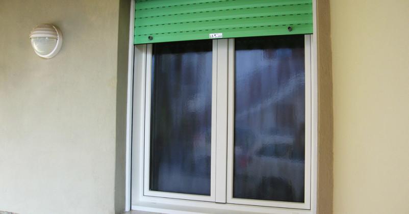 Finestra con avvolgibile PVC