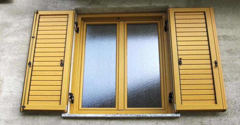 Finestra in legno con esterno scuri alluminio