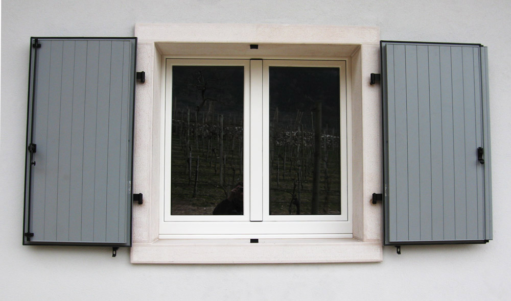 Sistemi oscuranti falegnameria murari snc - Scuri per finestre ...